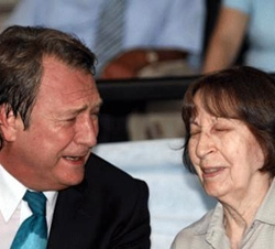 Eski Başbakan Bülent Ecevitin Eşi