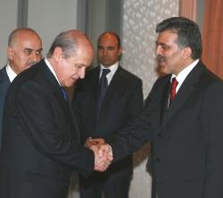 Mecliste grubu bulunan siyasi partilerin genel başkanlarıyla görüşüyor.