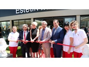 Estetik International İzmir açılışına yoğun ilgi