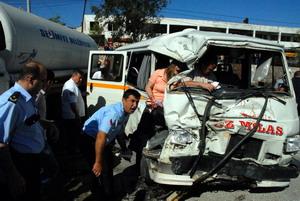 Feci kaza: 27 yaralı