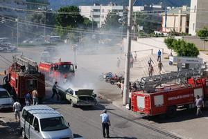 Adliyenin önünde araç yangını