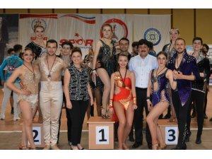 Büyükşehir'in Dansçıları Salsa 4. Etabında birinci oldu