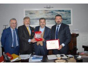 Turgut Torunoğlu Ödülünü Aldı