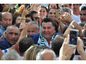 Görevine dönen Başkan Kocadon'a sevgi seli