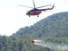 Yangın helikopteri gölete düştü