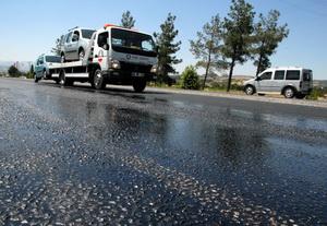 Kavurucu sıcaklar asfalt eritti
