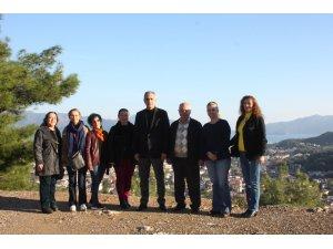 Başkan Osman Ülgen ile birlikte Orhaniye mahallesine giden Kadın Kolları Başkanı Elmas Bozkır ve yönetimi ev ziyaretlerinde bulundu