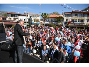 """Başkan Saatcı, """"Liderlerin değil, halkın önünde eğilenlere destek verin"""""""