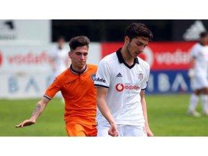 Beşiktaş Hazar Torunoğulları ve Ege Atlam ile profesyonel sözleşme imzaladı