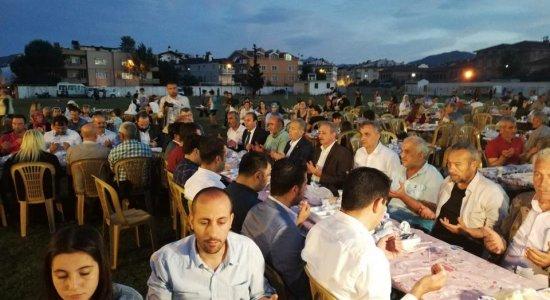 Ak Parti İlçe Teşkilatı vatandaşlarla iftar yemeğinde buluştu