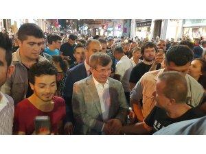 Ahmet Davutoğlu Halkın İlgisinden İstiklal Caddesinde Zor Yürüdü