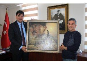 Başkan Karaca'ya Anlamlı Hediye