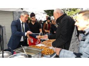 Marmaris merhum Belediye Başkanı İsmet Karadinç için lokma dağıtıldı