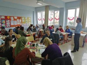 'Yaratıcı Çocuk Yaratıcı Beyin' Eğitimleri 9 Bin Öğretmene Ulaştı