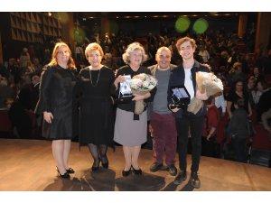 Emir Özdene Umut Vadeden Genç Tiyatro Sanatçısı Ödülü