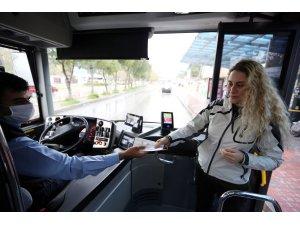 Muğlada Otobüslerde Vatandaşa Maske Dağıtılıyor