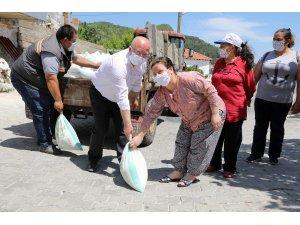 Menteşe Belediyesi 20 Ton Kireç Dağıttı