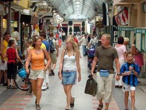 65 Yaş Üstü Yabancı Turiste Sokağa Çıkma Kısıtlaması Yok