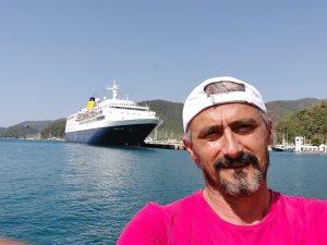 Blue Sapphire isimli lüks yolcu gemisi esnafları heyecanlandırdı