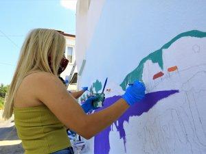 Evlerin Duvarları Lavanta Figürleri İle Renkleniyor