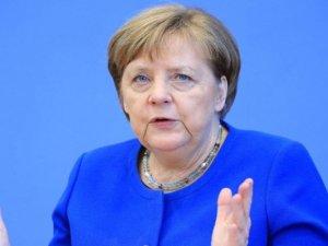 """Merkel: """" Tünelin ucundaki ışık epey uzak. Virüs dönüş yaptı """""""