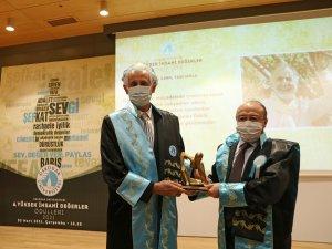 Prof. Dr. Cemil Taşcıoğlu'na, 6. Yüksek İnsani Değerler Ödülü