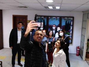 Haluk Levent ve Melek Mosso Karaca'yı ziyaret etti