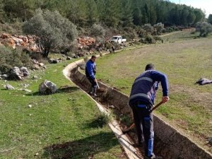 Muğla Büyükşehir'den Ula'da 99 Bin 780 metre Sulama Kanalı Temizliği