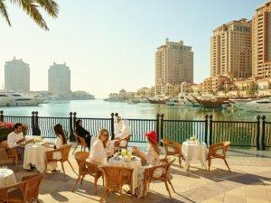 Katar, Aşıları Tamamlanmış Ziyaretçilere Kapılarını Yeniden Açıyor