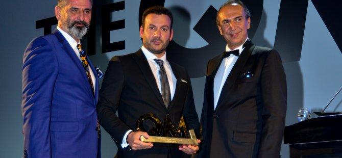 Türkiye'nin En İyi QM Aile Oteli / Marmaris dalında ödülü Emre Hotels adına Mustafa Deliveli aldı