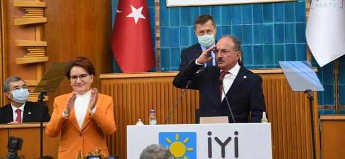 Behçet Saatcı İYİ Parti Rozetini Akşener Taktı