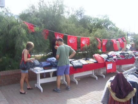 CHP Kadın kollarından burslu öğrencilere destek
