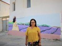 Evlerin Duvarları Lavanta Bahçesine Dönüştü