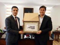 Menderes Belediye Başkanı Kayalar, Karaca'yı ziyaret etti