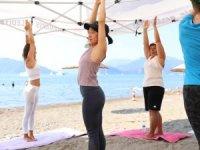 Marmaris Halk Plajı'nda Yoga